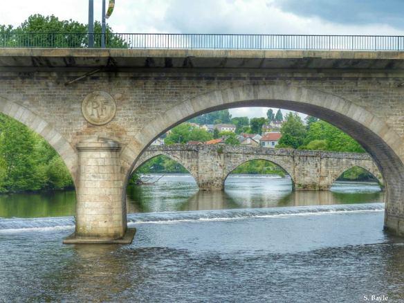 Limoges bords de vienne vue sur pont revolution et saint martial